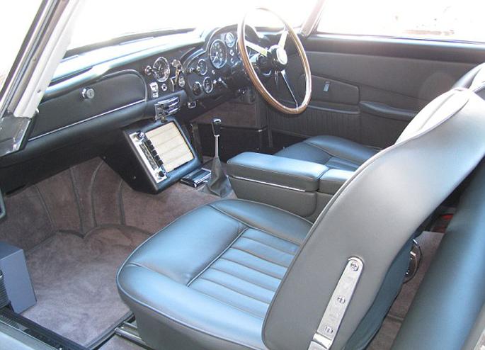 Aston-Martin-DB511