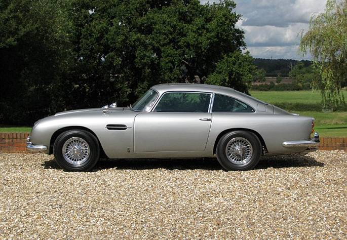 Aston-Martin-DB512