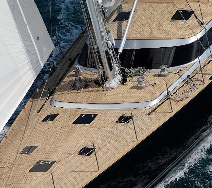 Superyacht-Xnoi---front-vie