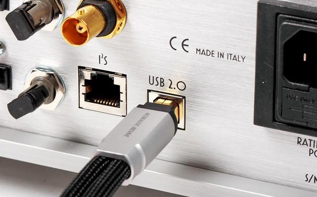 Kết nối USB cho phép nâng cấp tín hiệu âm thanh lên độ phân giải 32/384 khz