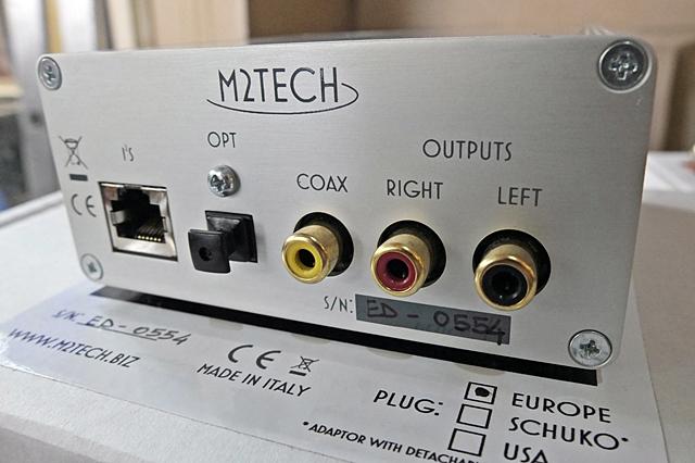 Evo DAC có cổng vào coaxial và optical, cổng ra analog